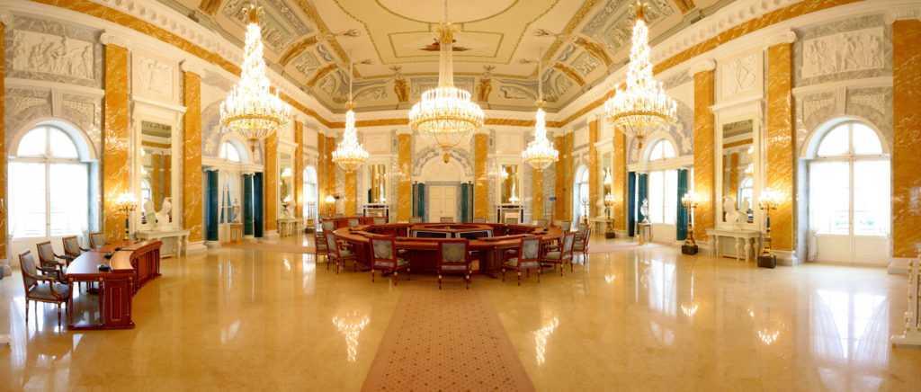 Конcтантиновский дворец: «Век нынешний и век минувший»