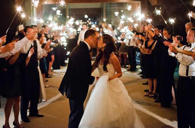 Подготовка к свадьбе в СПб чень сложный и ответственный процесс, занимаясь этим в одиночку Вы рискуете потратить слишком много денег, времени и нервных клеток.