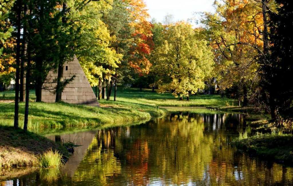 Украшением Царского Села являются просторные Екатерининский парк