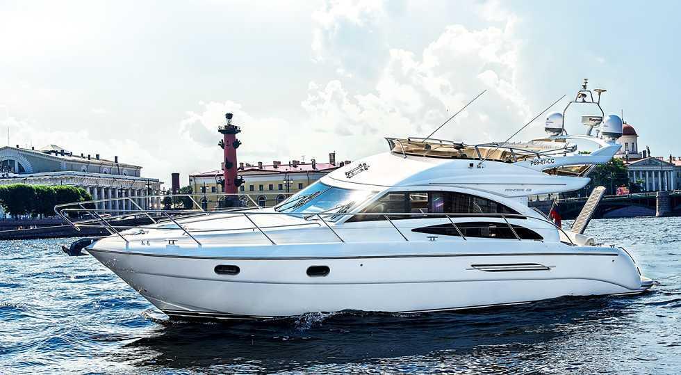 Яхта Princess 42 аренда в СПб