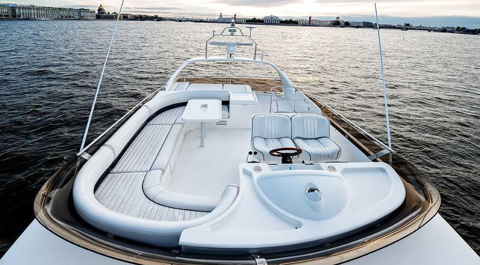 Яхта Princess 50 аренда в СПб