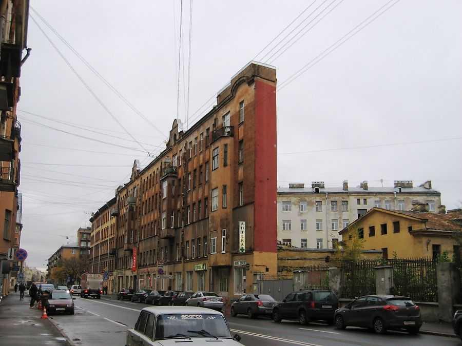 Дом стена Петербург