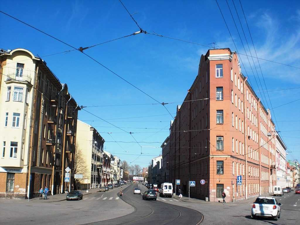 Дом-утюг Петербург