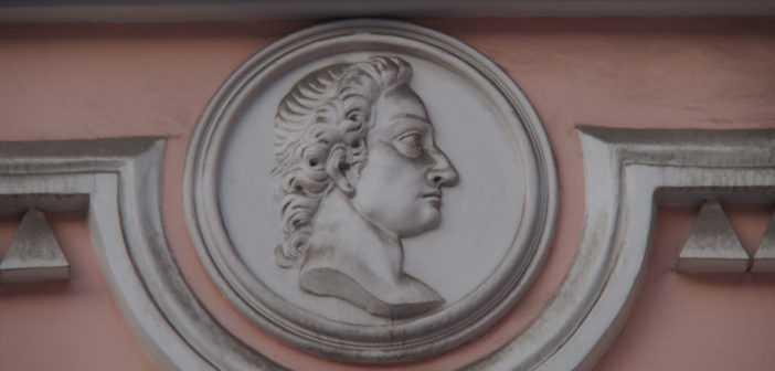 Медальон Строгановского дворца