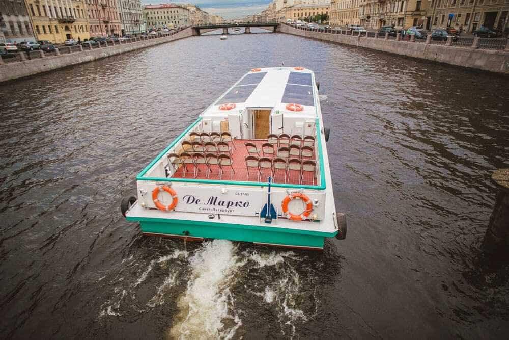 Теплоход ДеМарко прогулки по каналам Петербурга